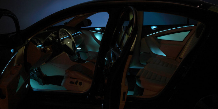 Ambient interior lighting in ice-blue (Innovation car)