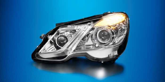 Xenon headlamps with adaptive cut-off line, Mercedes E-Class