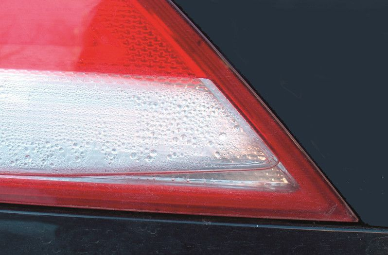 Condensation in car headlights: Water collecting in the light