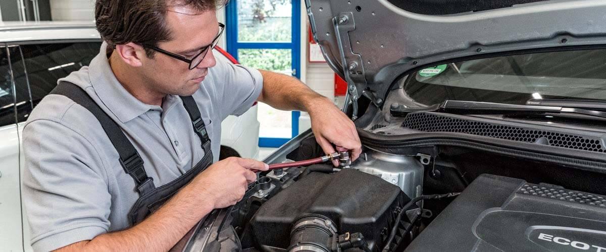 Defective water pump - car workshop | BEHR HELLA