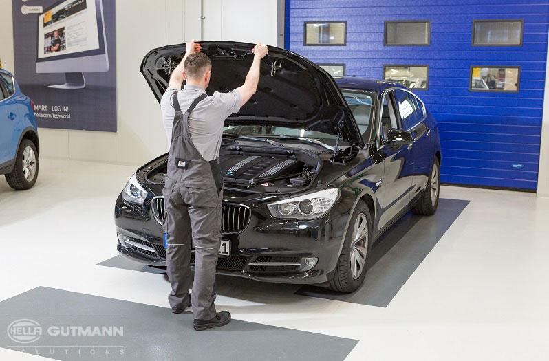 Scheinwerfer Einstellen Bei Einem BMW 530d Fahrzeug Und Arbeitsvorbereitung SEG IV