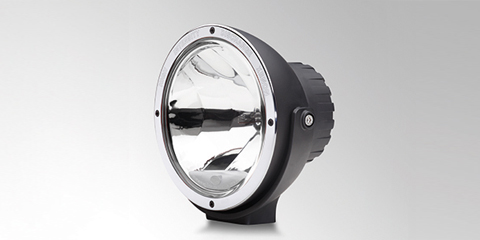 Proiettore supplementare dal design incisivo Luminator Xenon di HELLA
